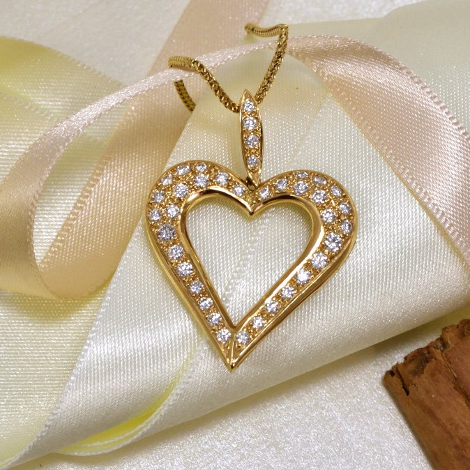 Daou diamond heart gold necklace
